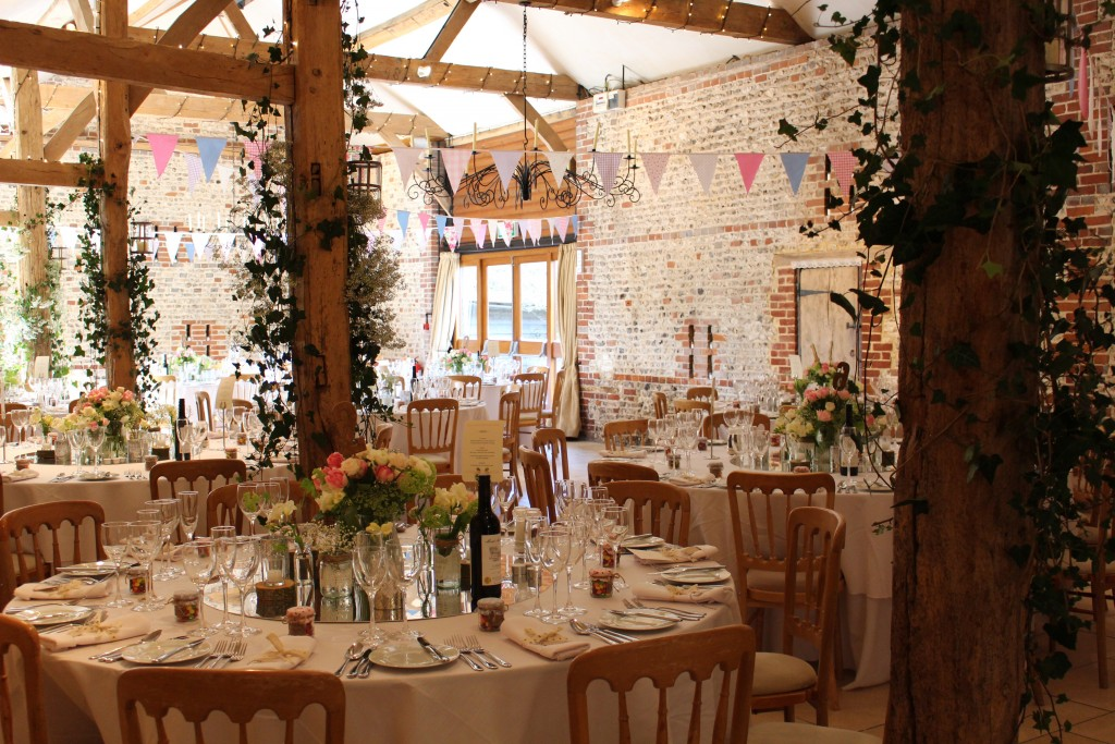 Top Tips On Choosing Wedding Flowers For A Barn