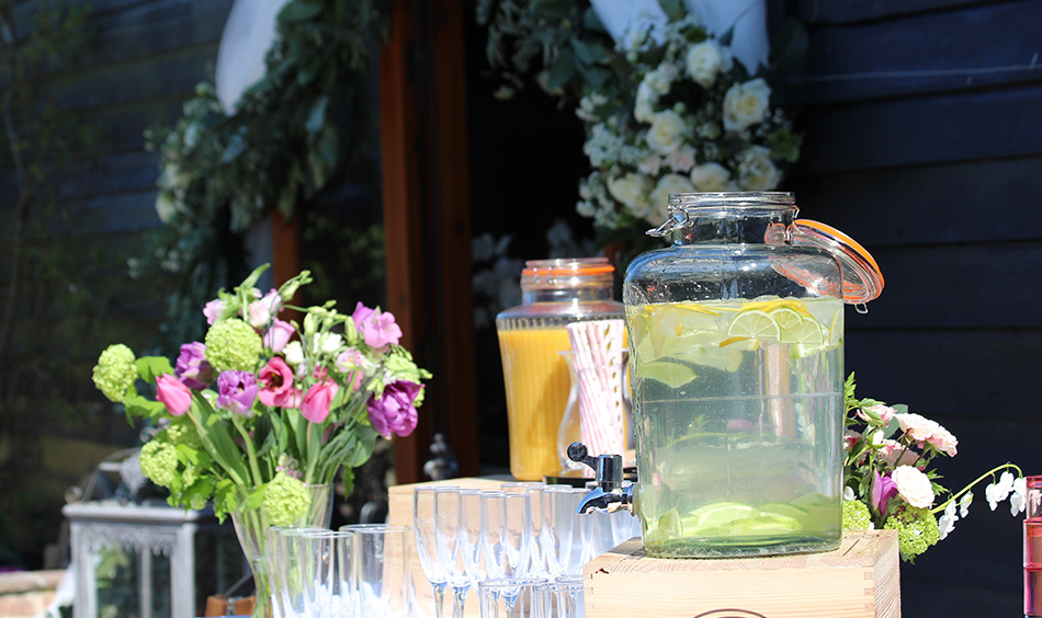 Rustic wedding ideas lemon water drink