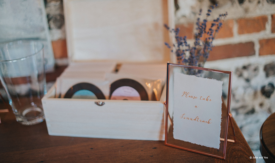 Small soundtrack gifts for your wedding guests
