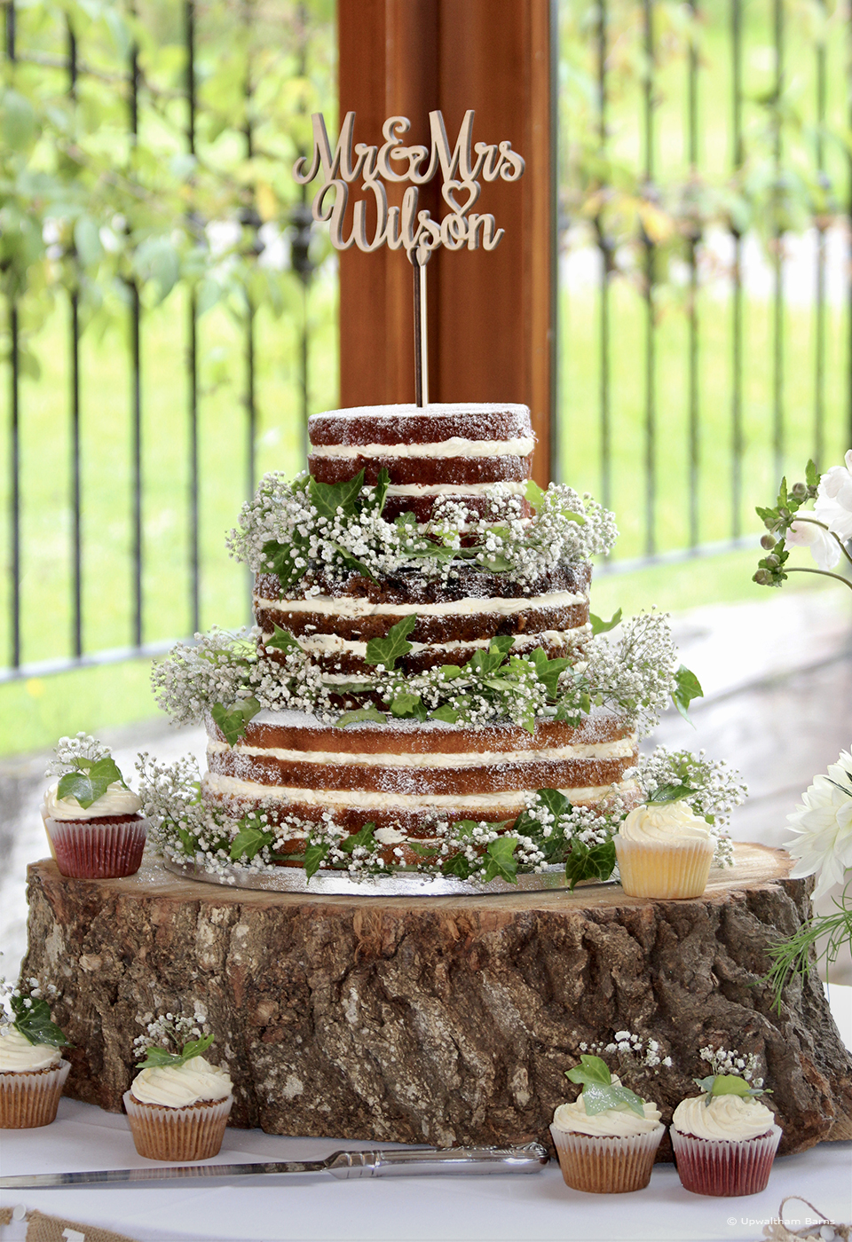 A naked wedding cake looks great for a barn wedding - rustic wedding cakes