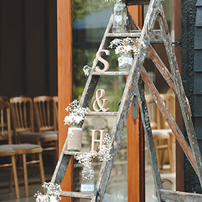 Traditional & Simple Wedding Ideas That Are Perfect For A Barn Wedding